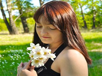A Girl With White Flowers Free JPG