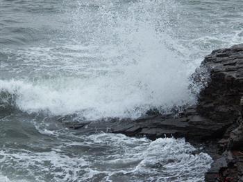Crashing Waves Free JPG