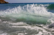 The sea splashing waves pictures